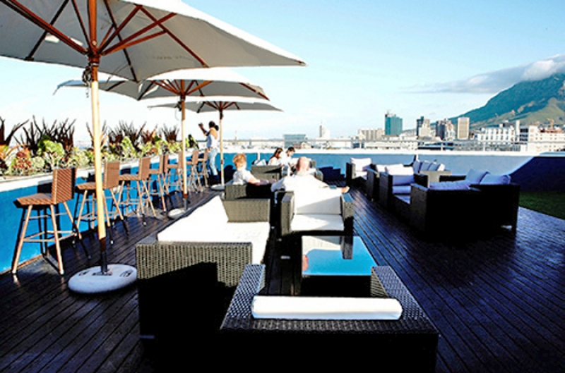 Zenith Sky Bar - Cape Royale